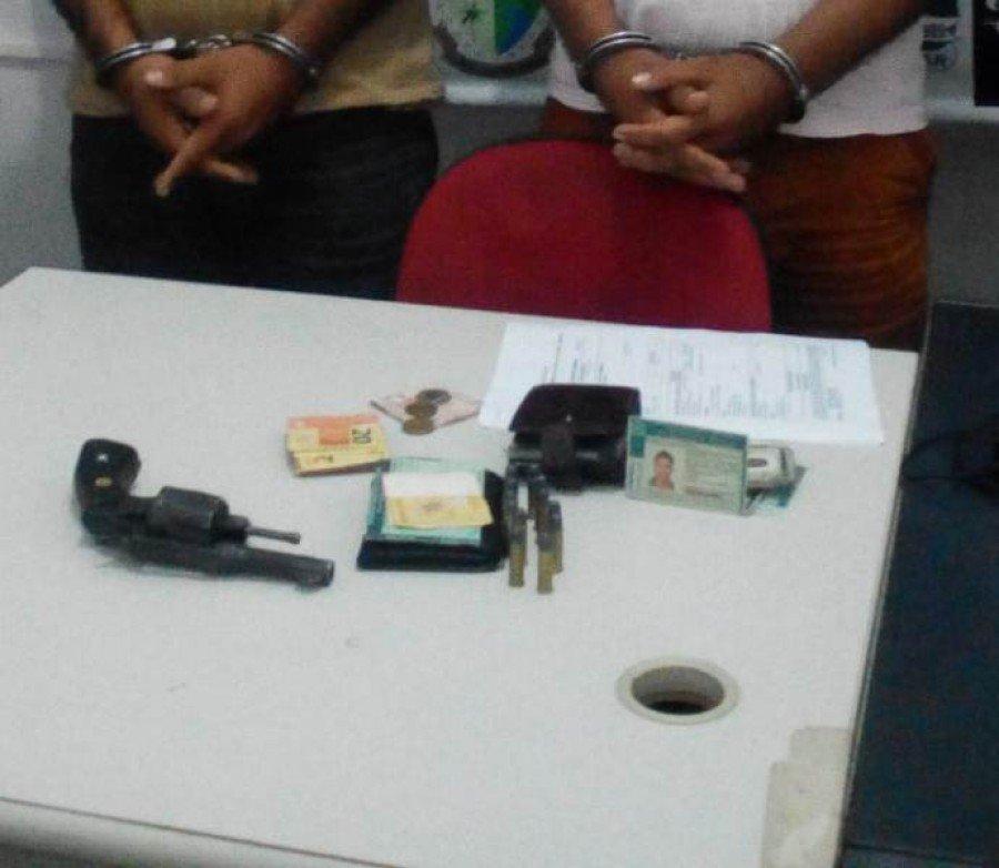 Arma e objetos aprendidos em poder dos suspeitos