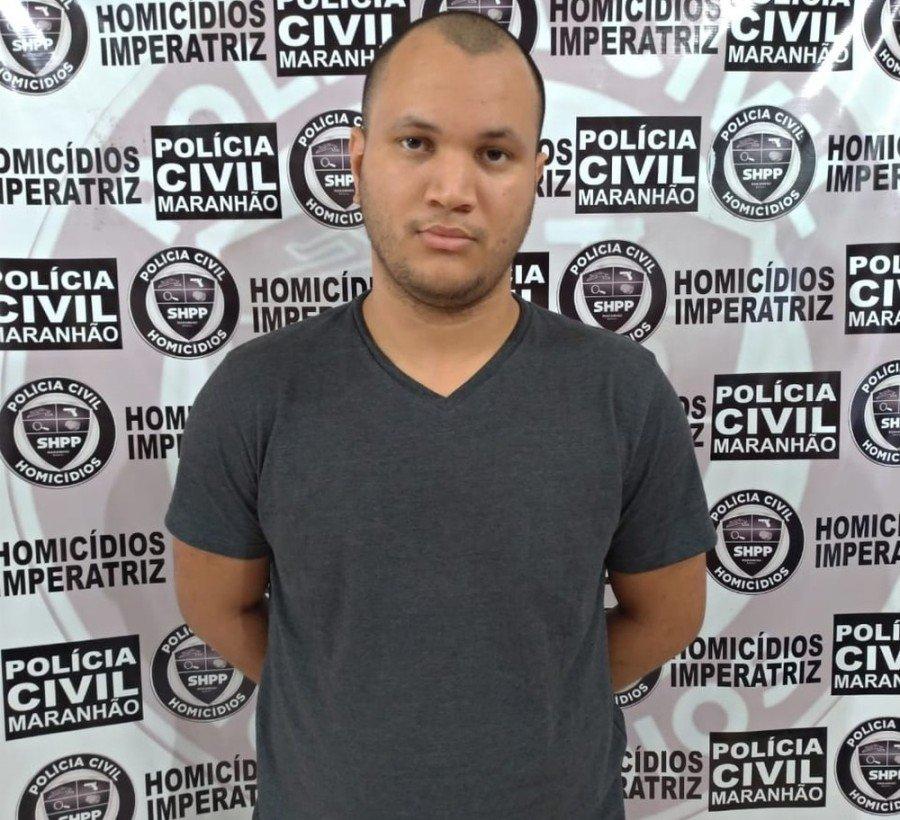 Emerson Vieira Correa se apresentou na Delegacia de Homicídios e disse que matou Carina Silva com uma marreta