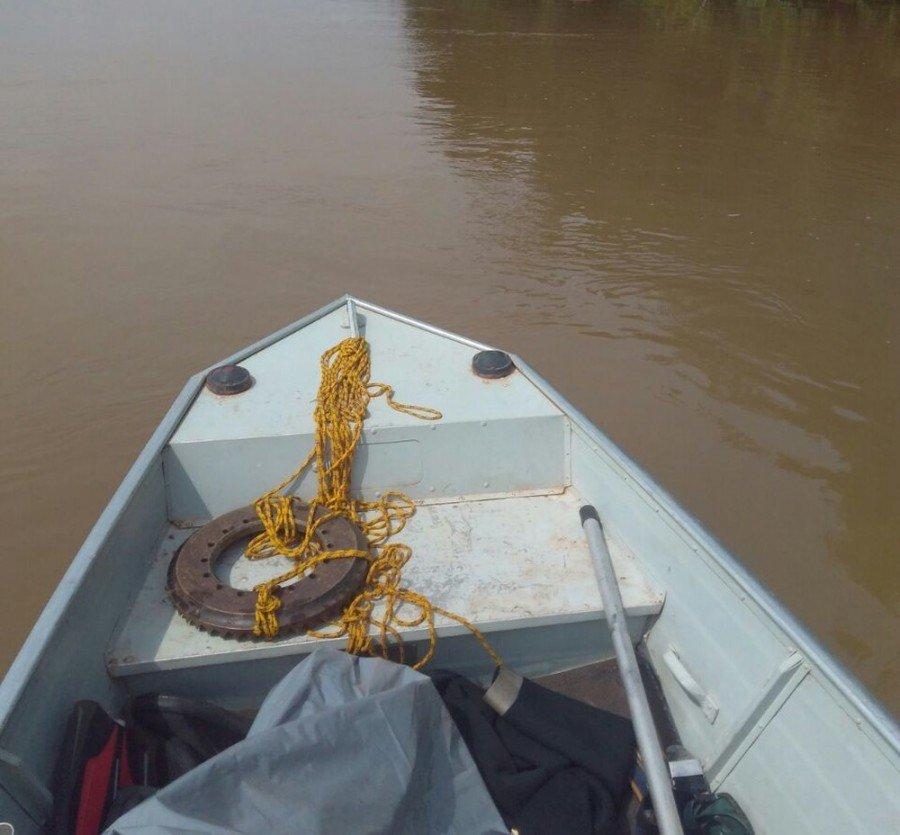 Bombeiros realizaram buscas em barcos a motor (Foto: Corpo de Bombeiros/Divulgação)