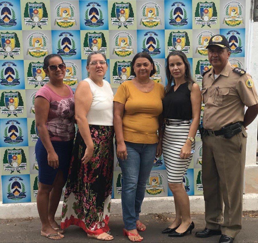 Servidora do Colégio da Policia Militar de Araguatins recebeu homenagem de alunos e colegas por aposentadoria