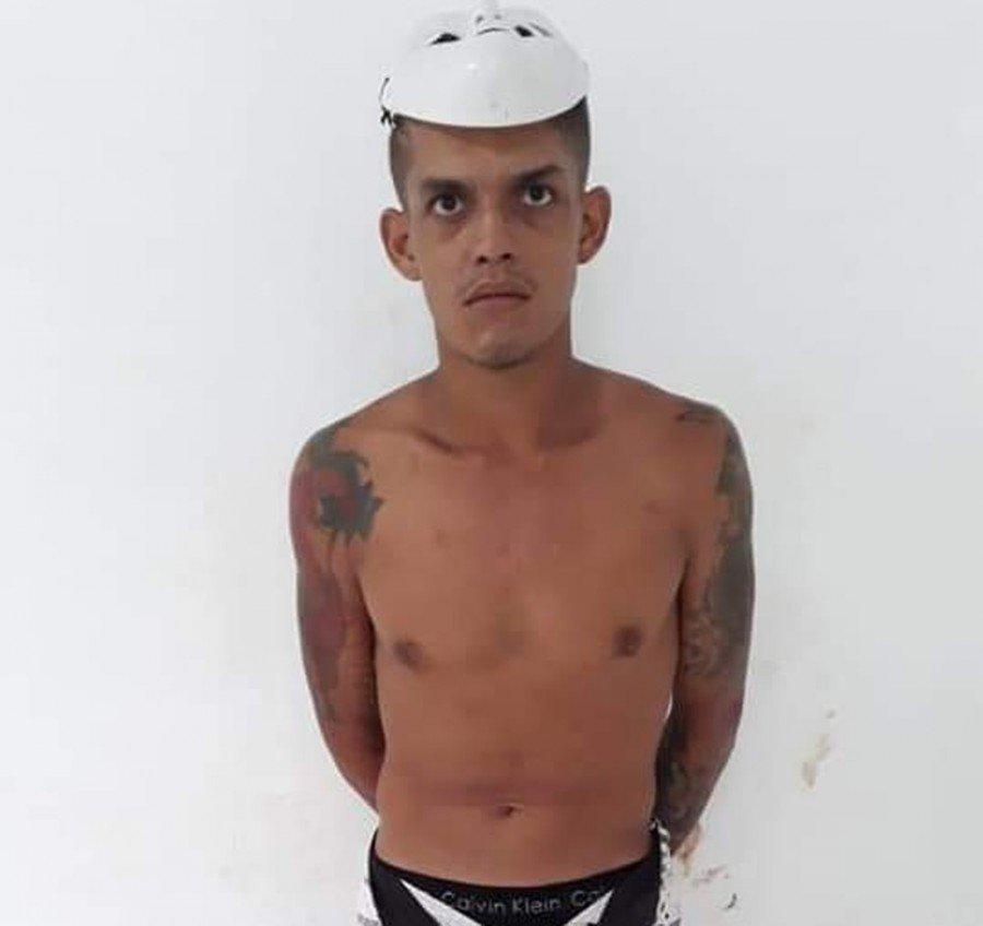 Fabrício Souza Pinheiro, de 22 anos, foi preso com arma de fogo após agredir companheira em Santa Inês-MA