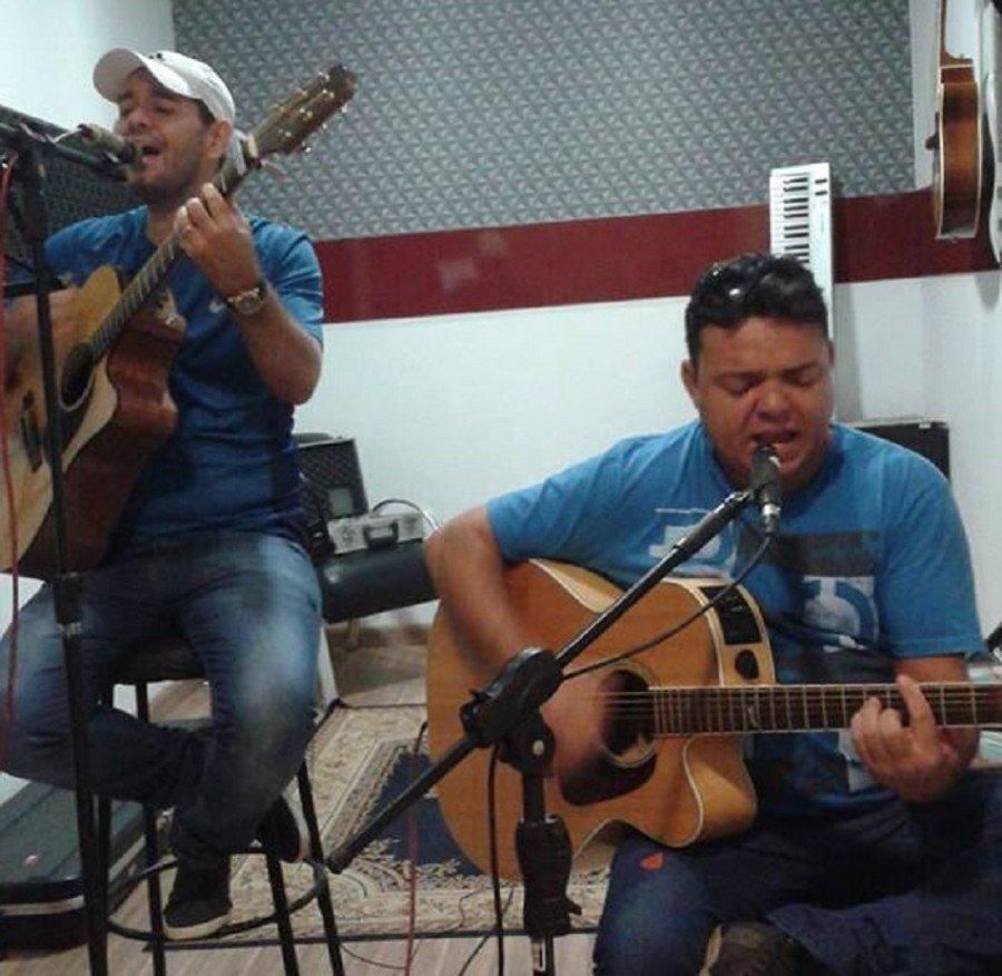 A dupla tocantinense Murilo e Muriel faz show sertanejo