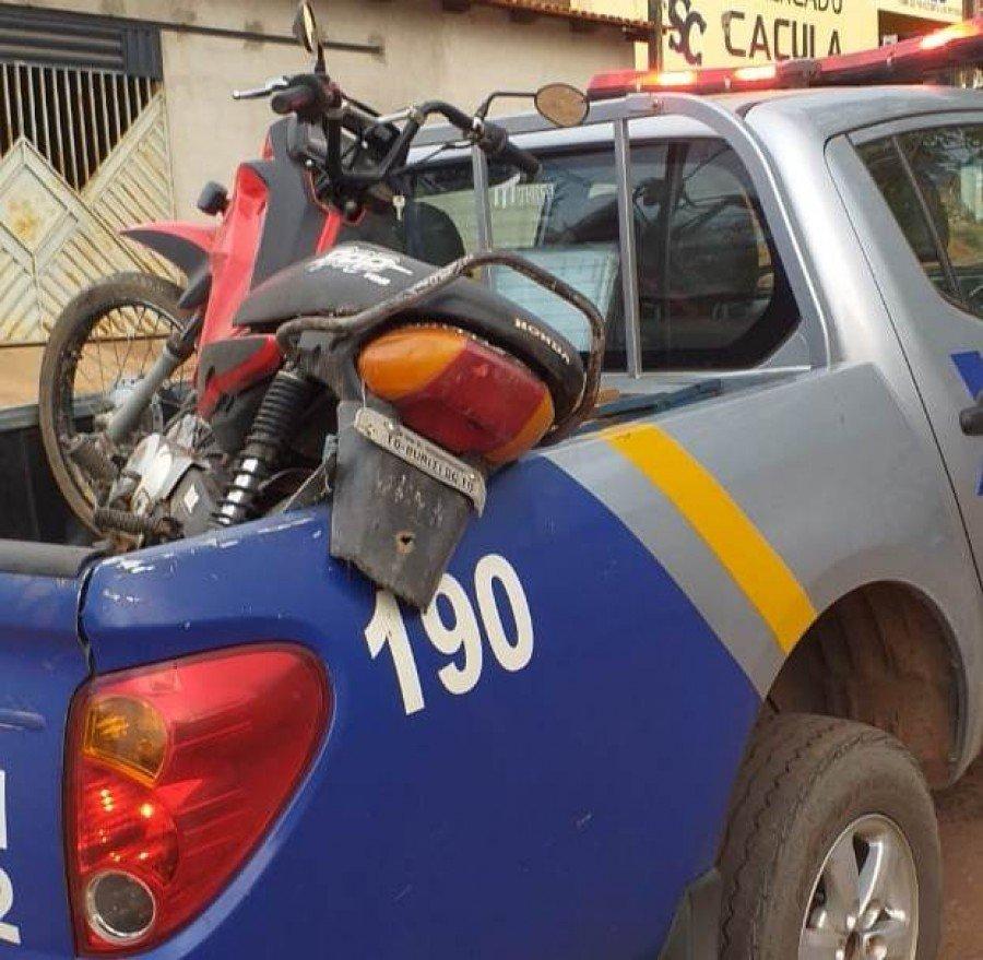 Motocicleta apreendida com menor que foi apreendido pela PM por direção perigosa em São Sebastião do Tocantins (Foto: Divulgação/9º BPM)