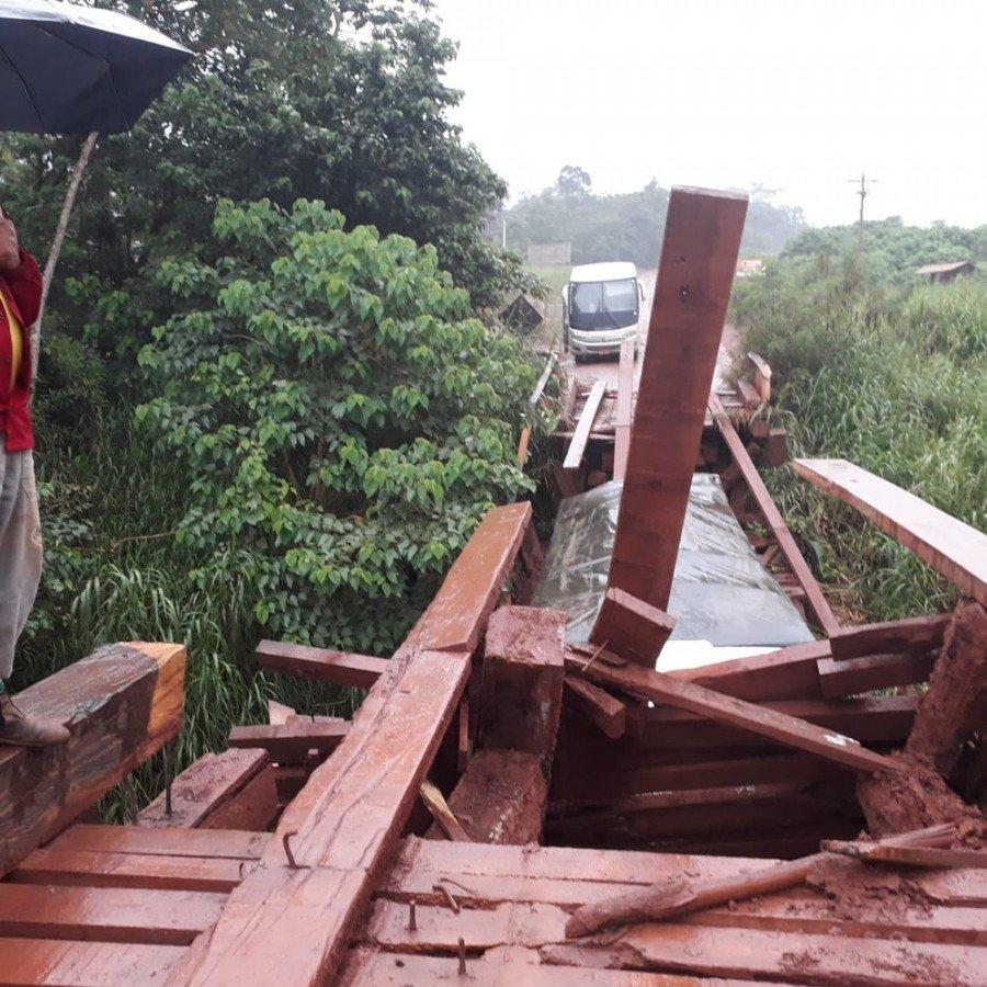 Ponte na Transamazônica cedeu durante passagem de caminhão e deixou trânsito interditado no sudoeste do Pará