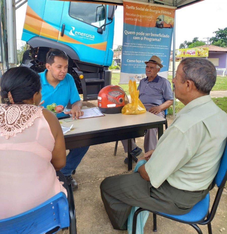 Clientes cadastrados no benefício também podem trocar lâmpadas e participar de ações educativas