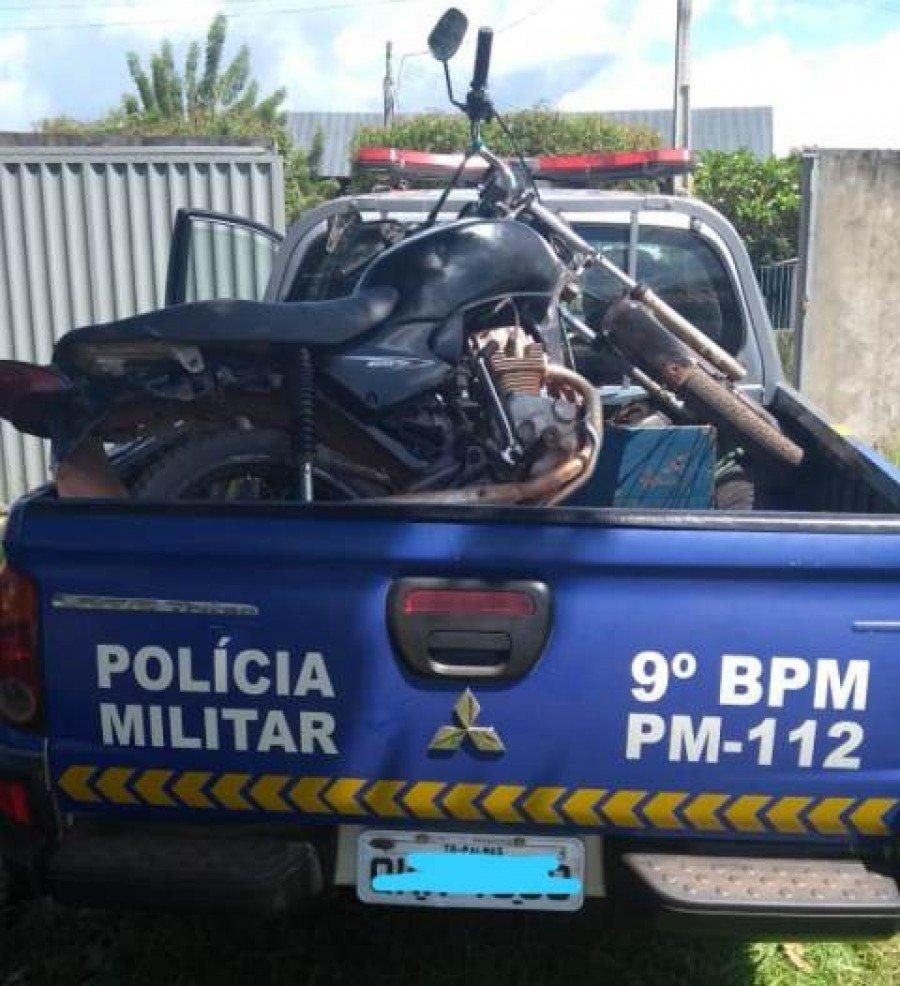Motocicleta apreendida pela PM em Buriti